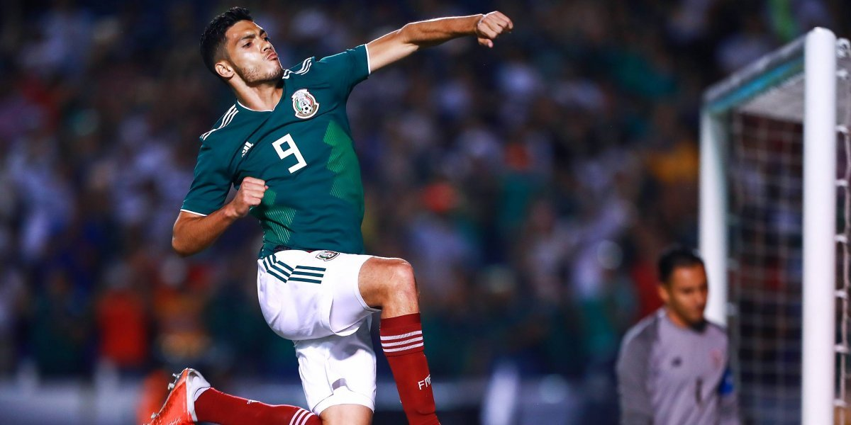 Raúl Jiménez dentro del Top 10 de cobradores de penal en FIFA 19