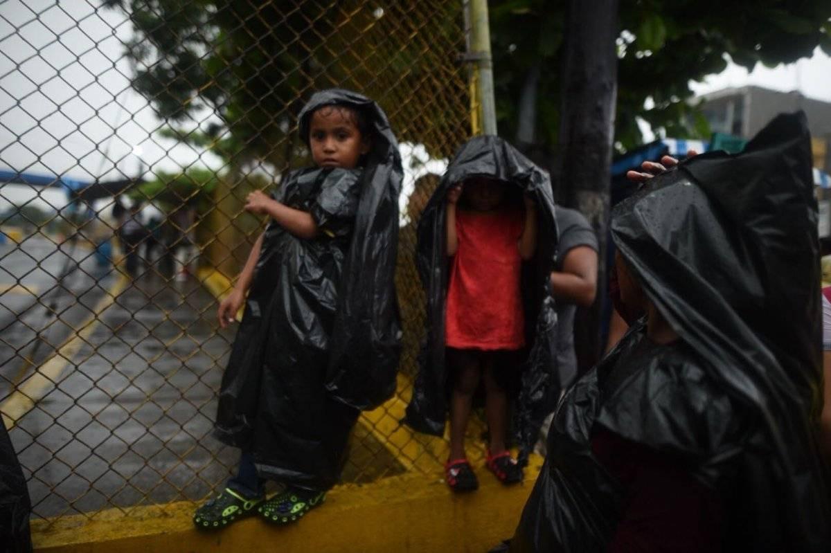 Trump promete hacer todo lo posible para detener caravana de migrantes hondureños