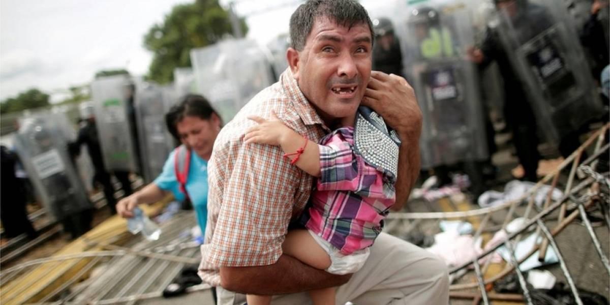"""Caravana de migrantes: Exaustos e famintos, milhares de hondurenhos chegam ao México rumo aos EUA """"em busca de emprego e segurança"""""""