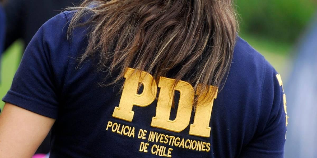 """Funcionaria de la PDI acusa a subprefecto de acoso sexual: denuncia que la calificaron mal en su hoja de vida """"por ser mujer y tener el culo grande"""""""