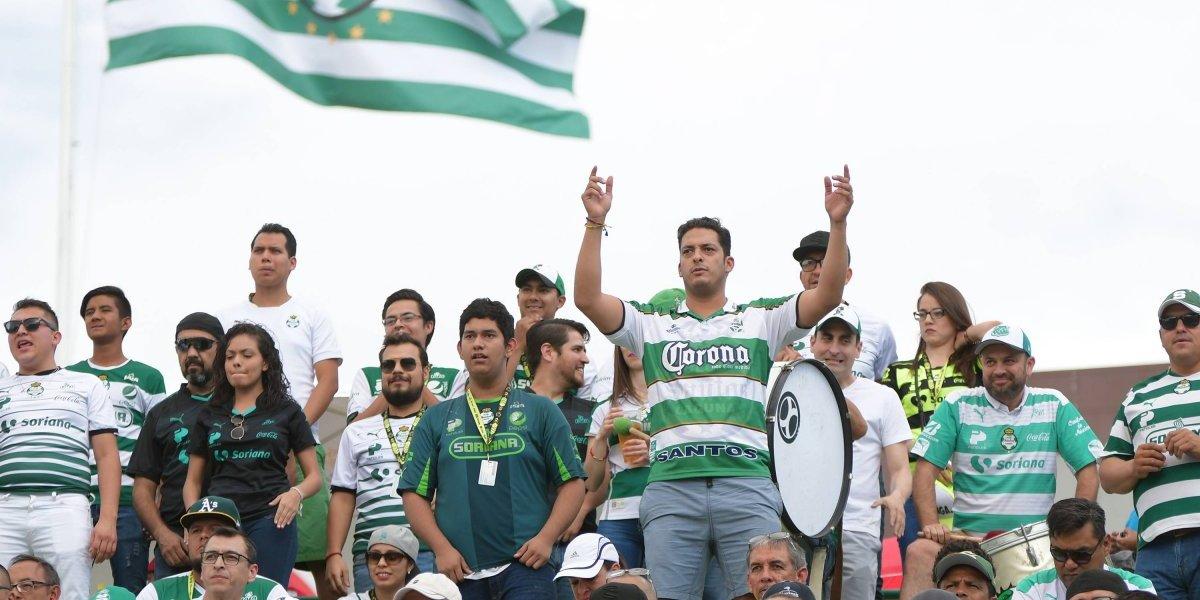 Asaltan a aficionados de Santos mientras se dirigían a Pachuca