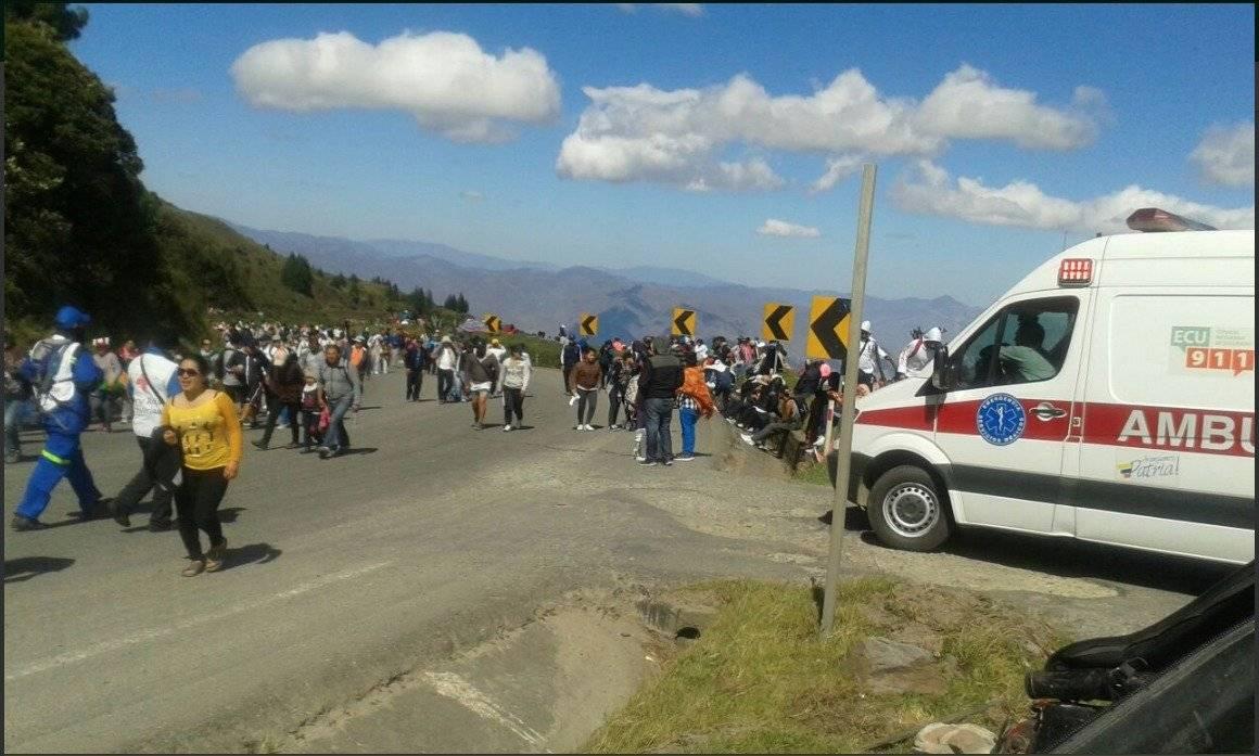 Cinco fallecidos después de que camión aplaste a un carro liviano en Loja Twitter