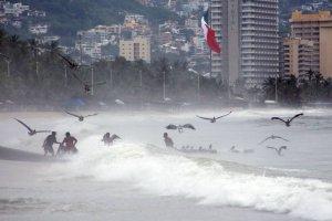 Alertan de lluvias torrenciales provocadas por Vicente y Willa