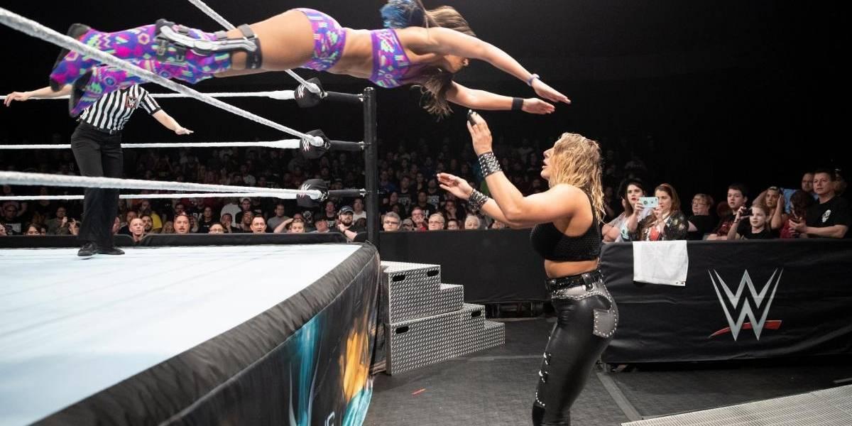 """Terrible registro: revelan momento exacto que luchadora de la WWE sufre dolorosa lesión y le """"explota"""" su rodilla"""