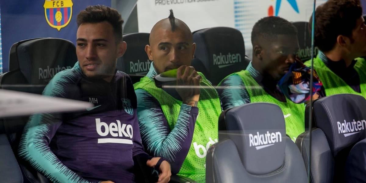 Rey postergado: Vidal sigue sentado en la banca del Barcelona y suma dos partidos quedándose sin jugar