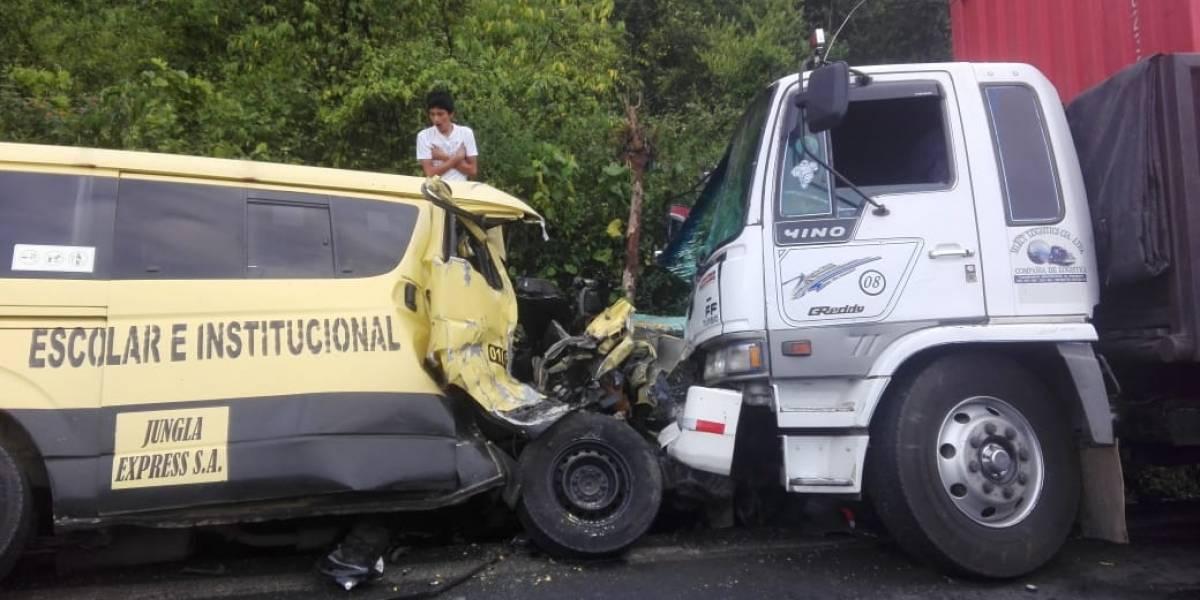 Dos fallecidos tras accidente de tránsito en la vía Aloag- Santo Domingo
