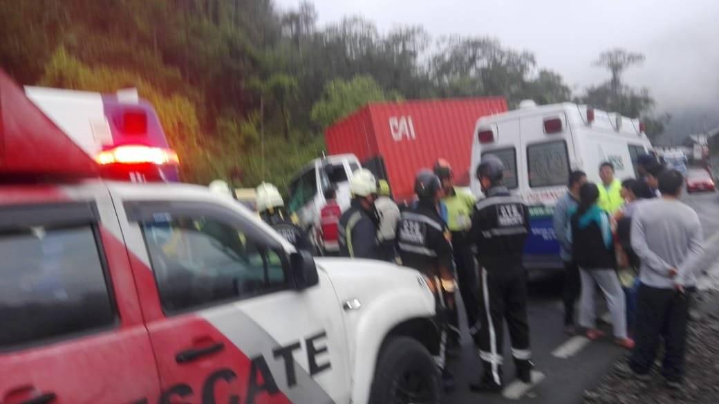 Dos fallecidos tras accidente de tránsito en la vía Aloag- Santo Domingo ECU 911