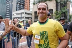 https://www.metrojornal.com.br/foco/2018/10/21/apos-video-eduardo-bolsonaro-diz-que-nunca-defendeu-o-fechamento-do-stf.html