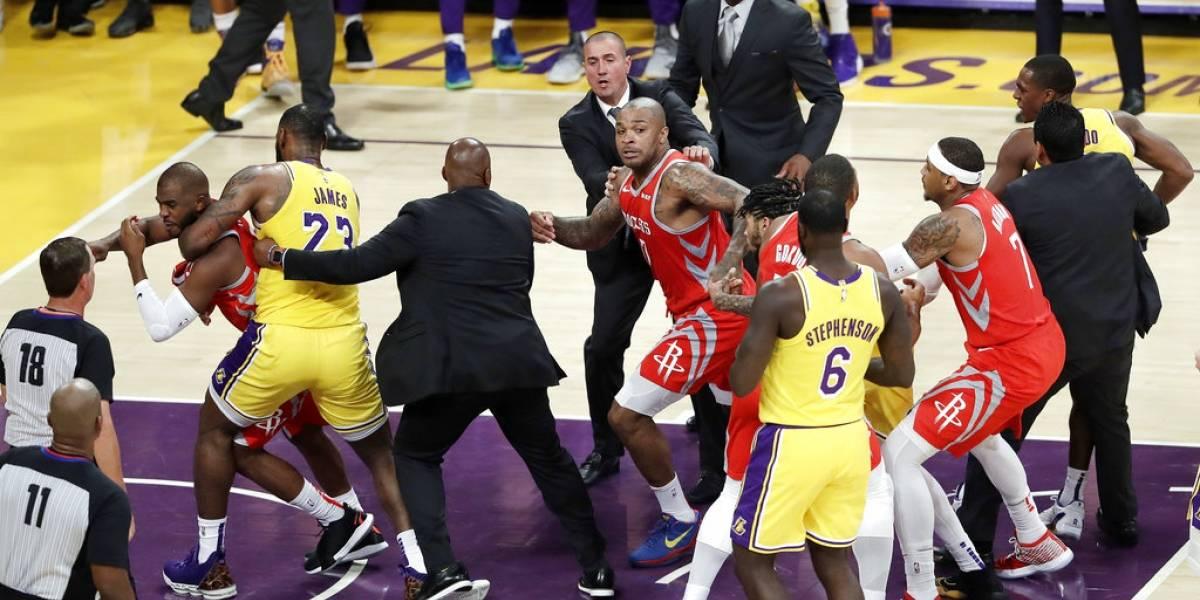 NBA disciplina a jugadores que protagonizaron pelea