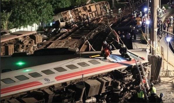 Descarriló un tren y murieron 18 personas — Taiwán