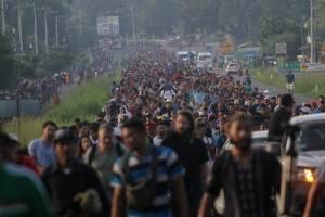 Caravana de migrantes hondureños avanza rumbo a Tapachula