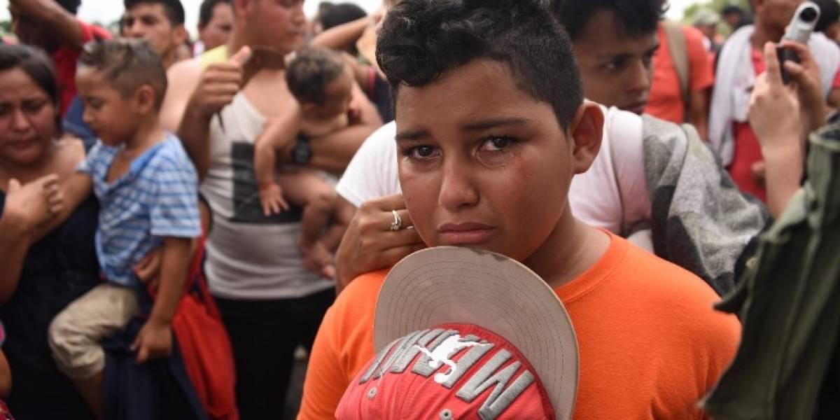 Niño hondureño detenido en la caravana en México se fue sin permiso, dice su padre