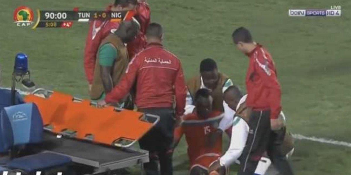 Jugador se desploma en pleno partido y le salvan la vida