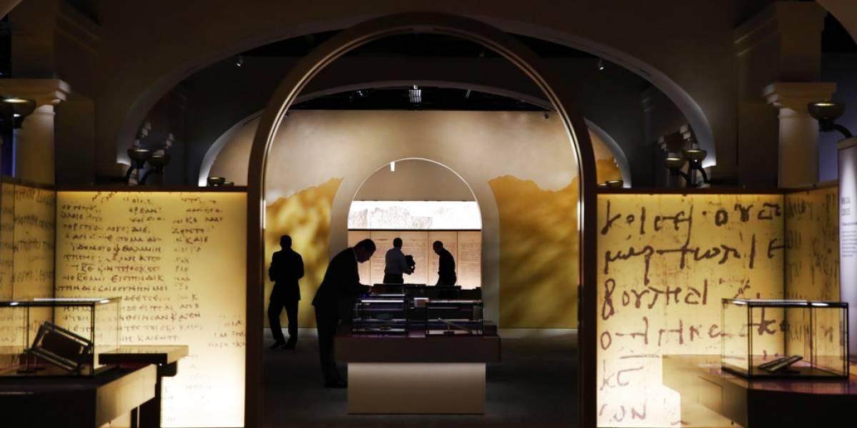Exhibe rollos falsos Museo de la Biblia