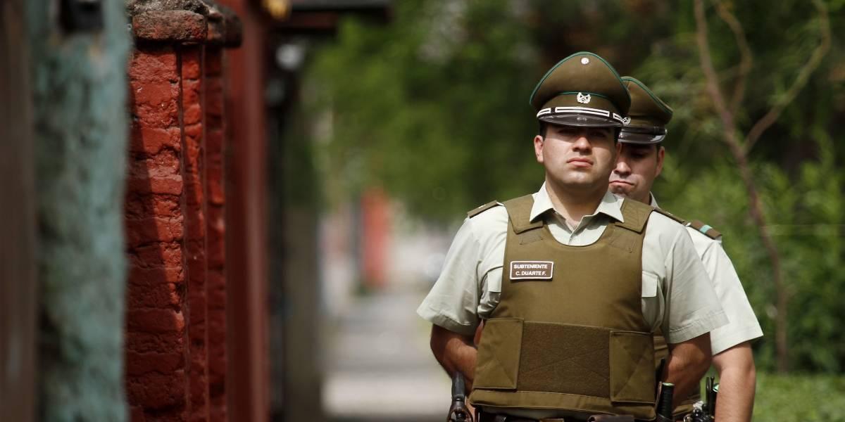 Macabro crimen en Maipú: Esposan a encapuchado y lo cuelgan del cuello con cadena