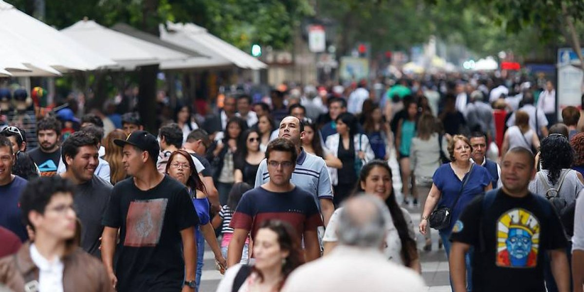 El Chile del futuro: INE proyecta que en 2050 habrán 21,6 millones de personas y una esperanza de vida sobre los 83 años