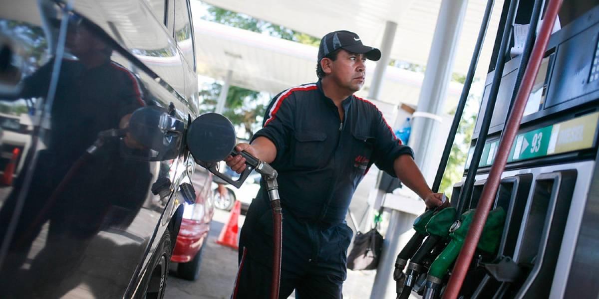 ¿Un respiro al fin? Hacienda afirma precio de las bencinas bajaría esta y la otra semana