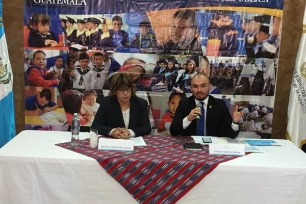 La jueza Galicia y el subsecretario Molina explican sobre el programa de prevención del delito.