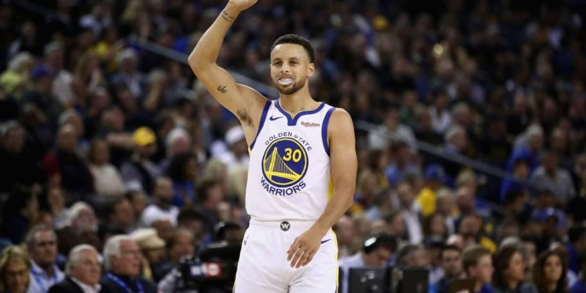 Stephen Curry sigue haciendo historia desde la línea de tres puntos