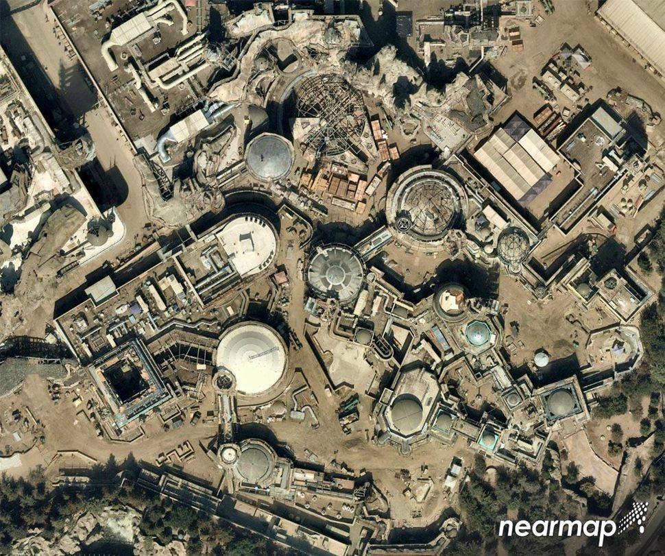 Avistan al Halcón Milenario en parque temático de Disneyland