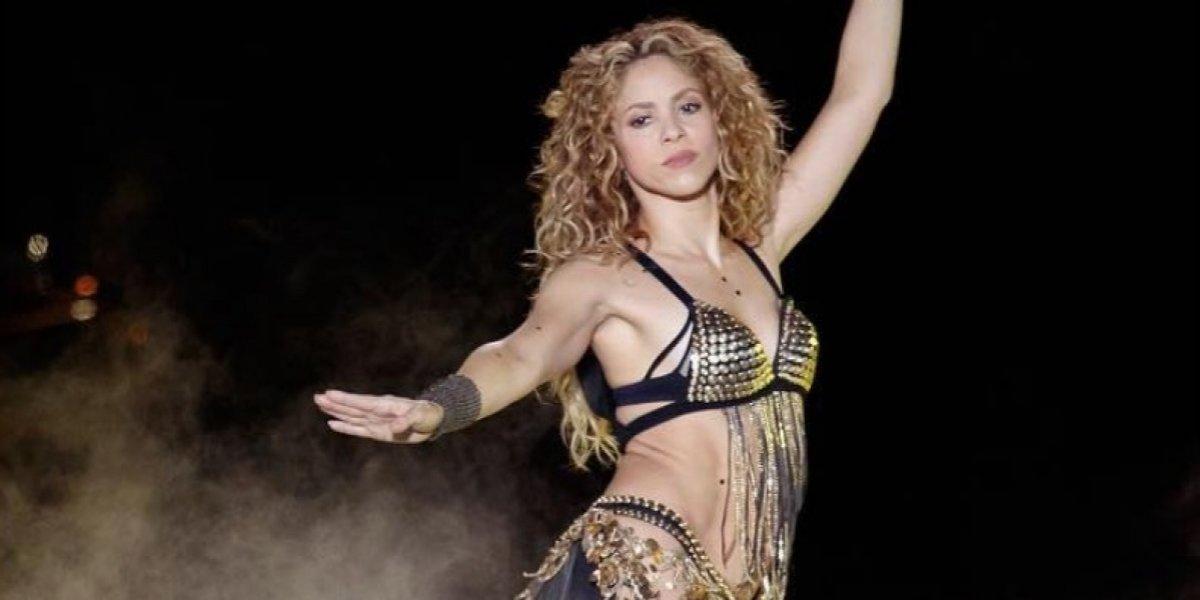 VIDEO: Shakira causa polémica tras bailar sin ropa interior