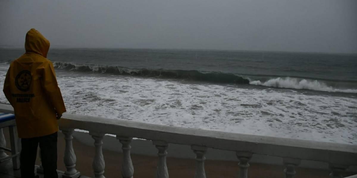 Comienza desalojo de hoteles en Puerto Vallarta ante cercanía de 'Willa'