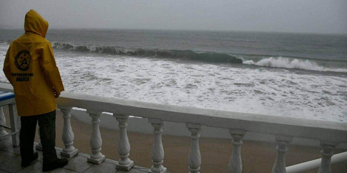 Huracán Willa y tormenta Vicente impactarán de manera simultánea en México