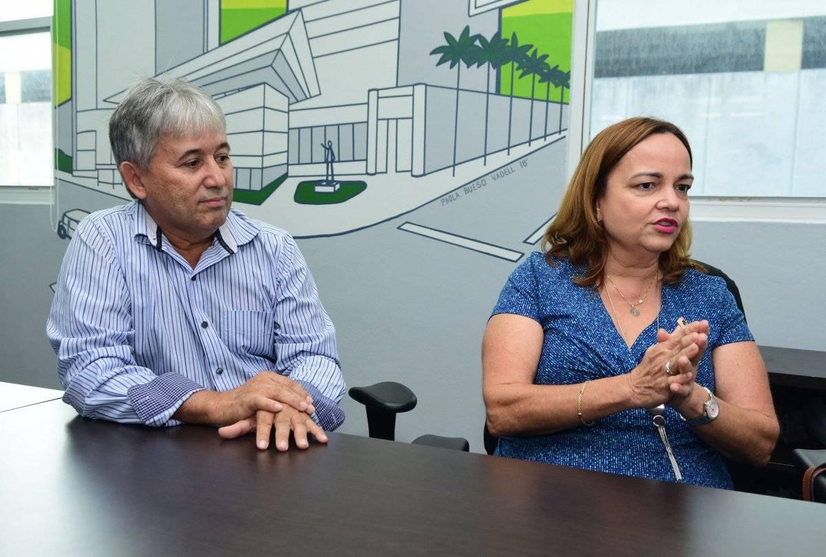 En la foto, Nelson González (izquierda) y Leticia N. López (derecha), ambos de la Asociación Puertorriqueña de Ayuda al Paciente de Psoriasis / Foto: Dennis Jones