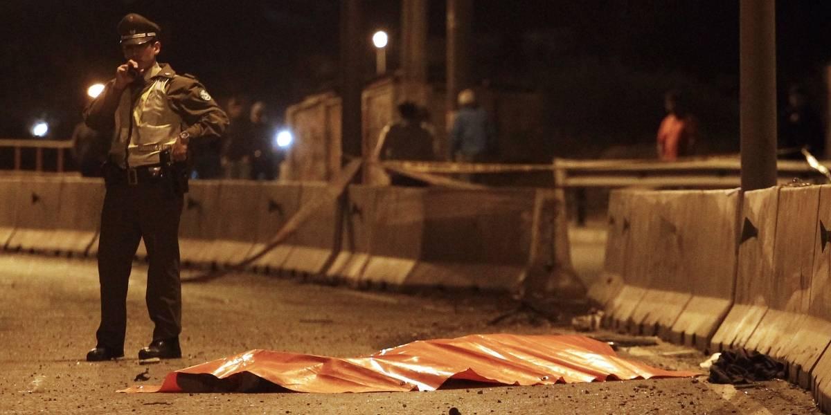 Mujer murió al volcar en vehículo robado: cuatro sujetos se dieron a la fuga