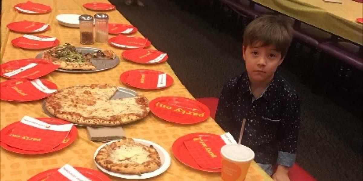 Invitó a sus amigos a su cumpleaños, pero ninguno fue