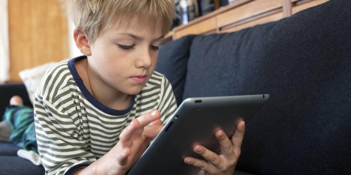 Insólito: Padres llevan módem de Internet a la playa para que sus hijos se conecten