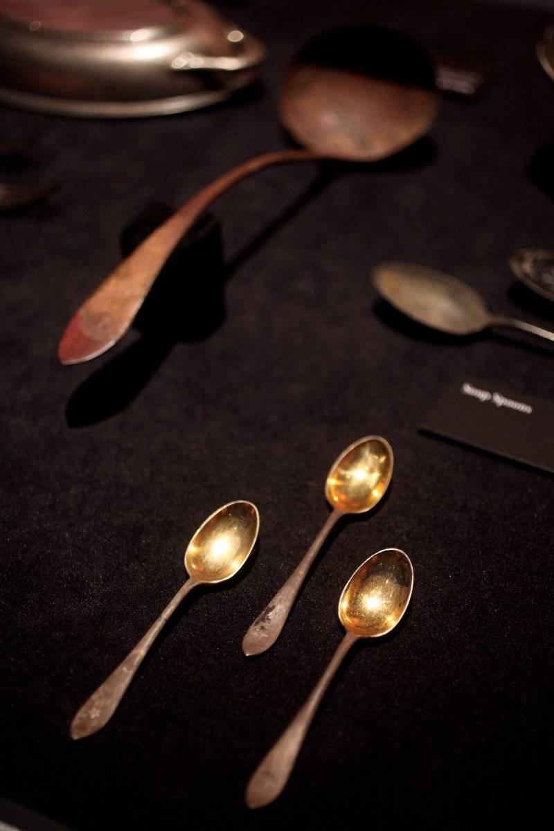 Cucharitas de oro usadas por los pasajeros de primera clase Foto: Getty Images