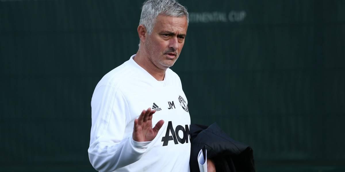Llega Mourinho caminando a Old Trafford para partido de Champions