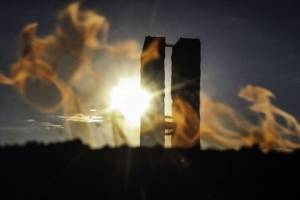 https://www.metrojornal.com.br/foco/2018/10/23/chama-eterna-da-democracia-reacesa-praca-dos-tres-poderes.html