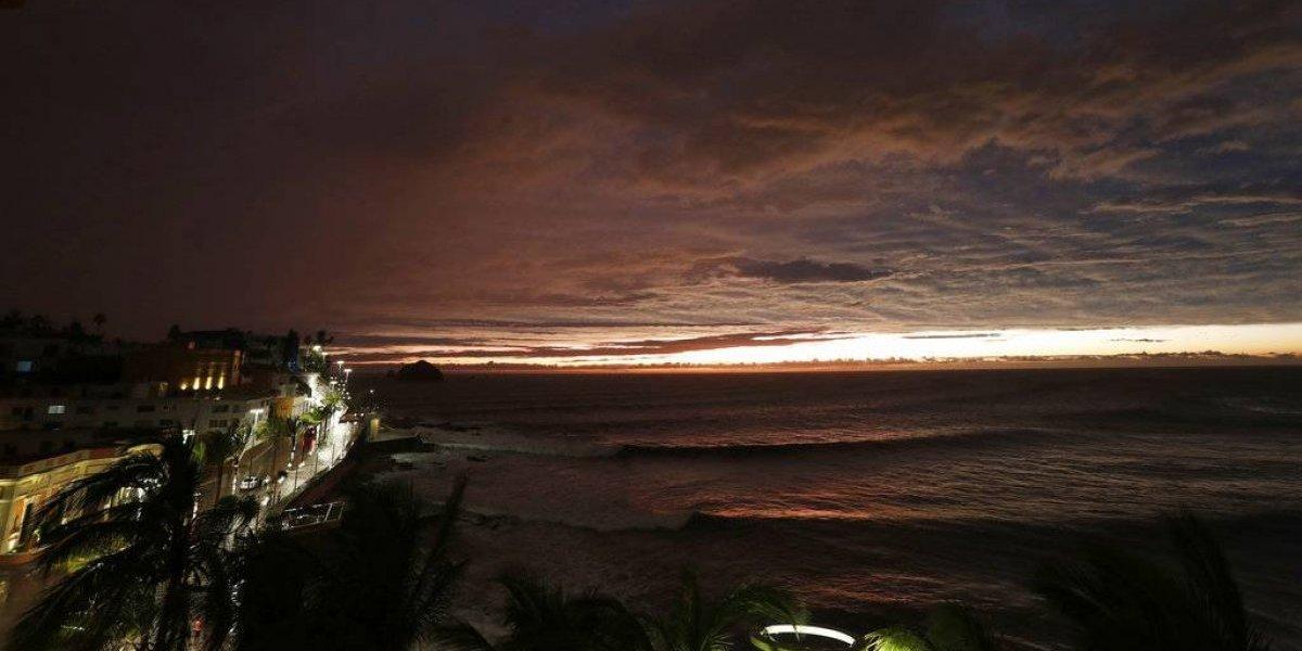 Willa se debilita y deja mucha lluvia en México