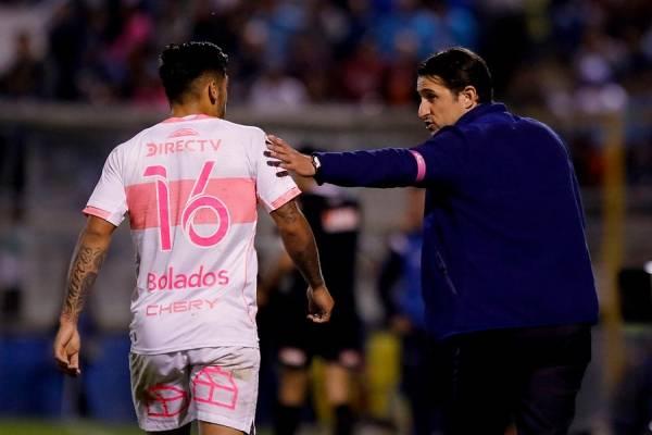 Marcos Bolados gana bonos para seguir como titular en la UC / Foto: Agencia UNO