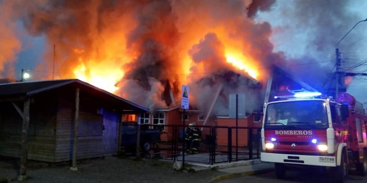 Conmoción en Chiloé: dantesco incendio arrasa con la Municipalidad de Dalcahue