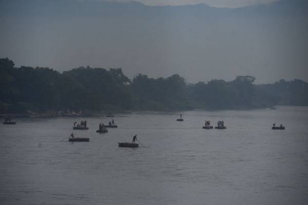 Una de las rutas que usan los migrantes es el cruce del rió Suchiate.
