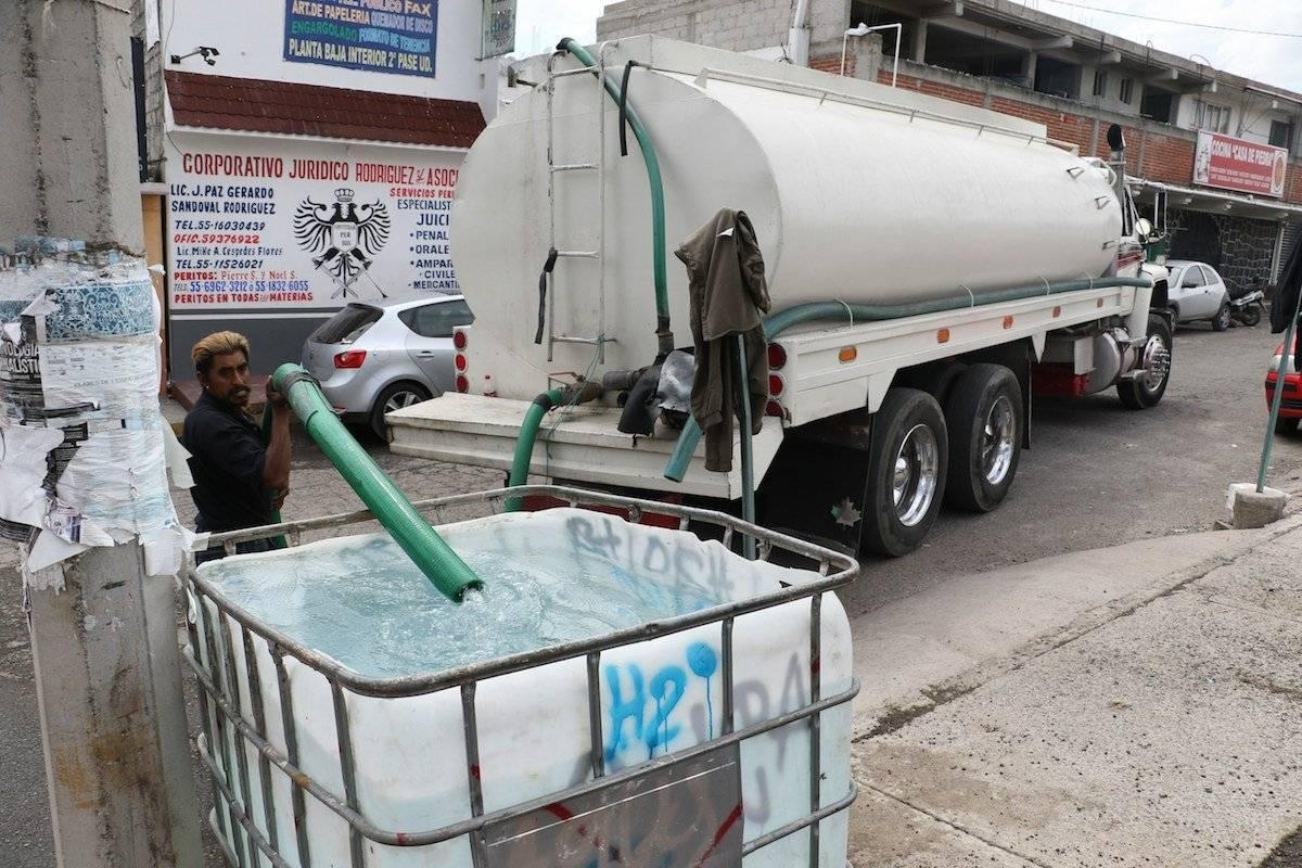El recorte incrementó la venta de baldes y recipientes de agua en la capital del país Foto: Cuartoscuro