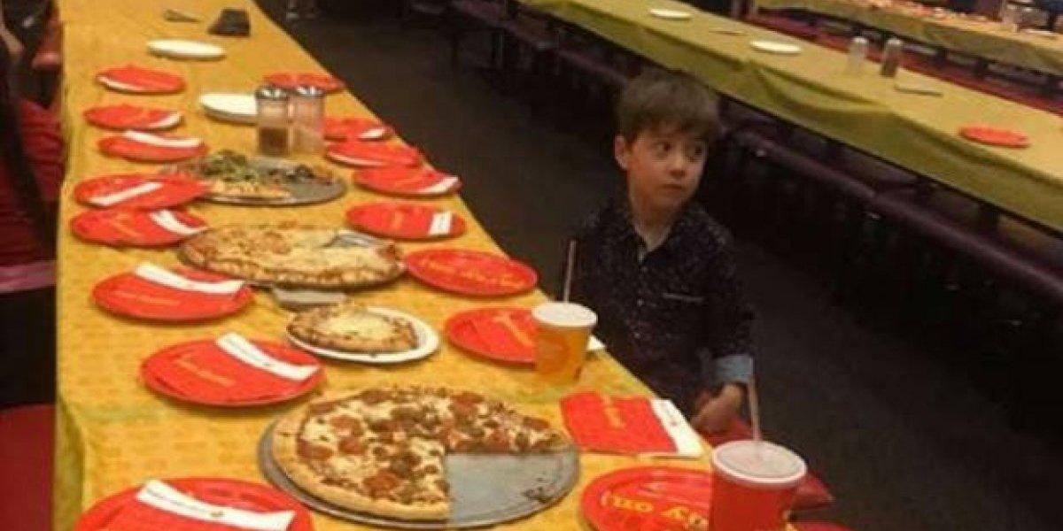 Lo dejaron plantado: Niño de seis años invitó a 32 amigos a su cumpleaños y ninguno llegó