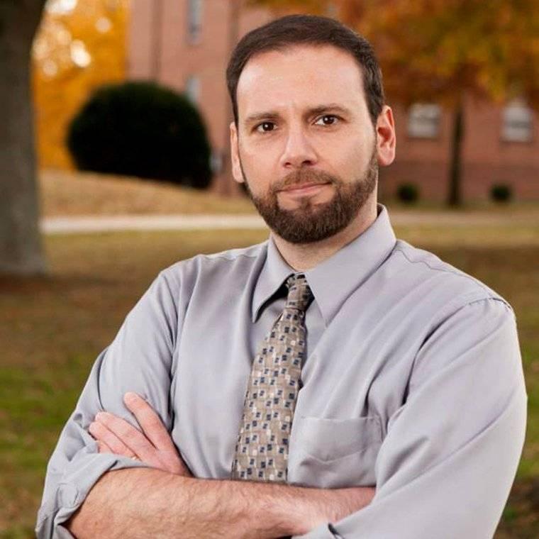 Joseph Fitsanakis Joseph Fitsanakis, profesor asistente en la Universidad de Coastal Carolina, EEUU, y especialista en inteligencia y contraterrorismo