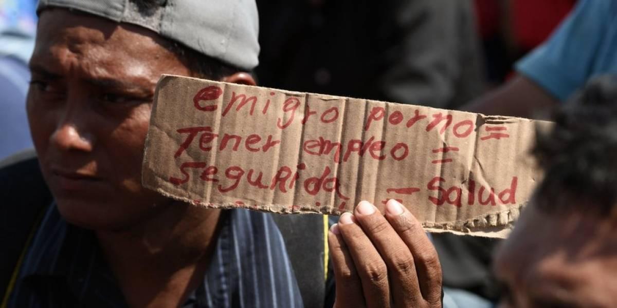 """""""No es una caravana (de migrantes), es un éxodo"""": las razones de los cientos de hondureños que siguen los pasos de los que ya caminan por México"""