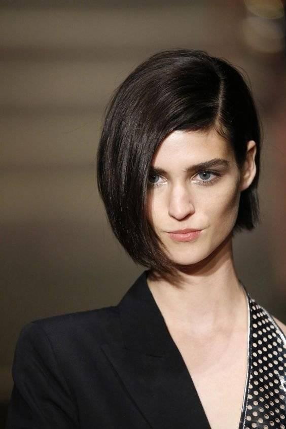 Corte de pelo de mujer asimetrico