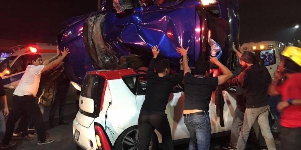 Aparatoso accidente en avenida Leones de Monterrey