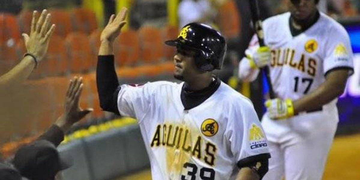 Águilas vencen Gigantes y se ponen a un juego del líder de béisbol dominicano
