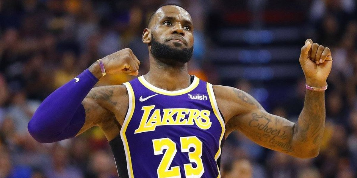 Doble-doble de James da la primera victoria a los Lakers