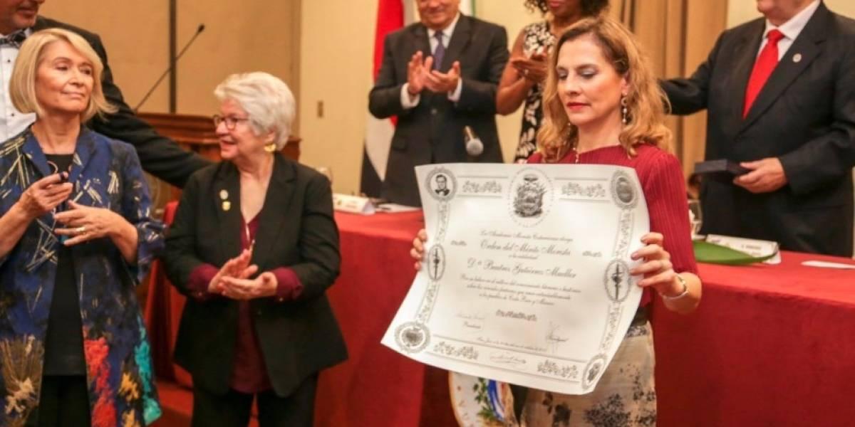AMLO se enorgullece por reconocimiento a su esposa en Costa Rica