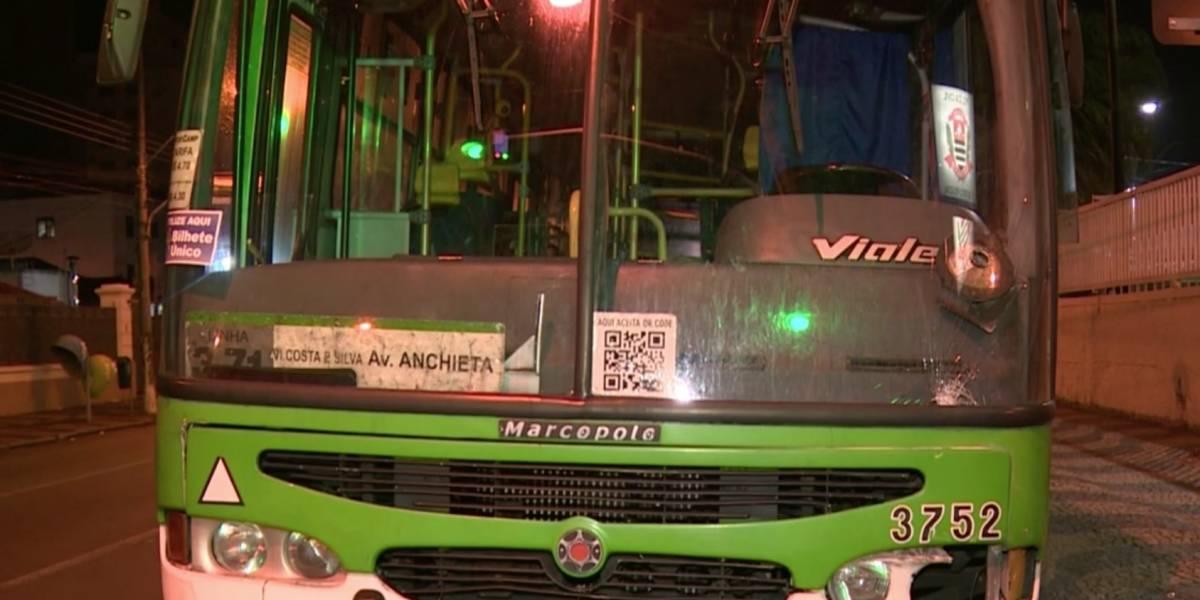 Motorista bêbado foge da polícia dirigindo ônibus com passageiros em Campinas