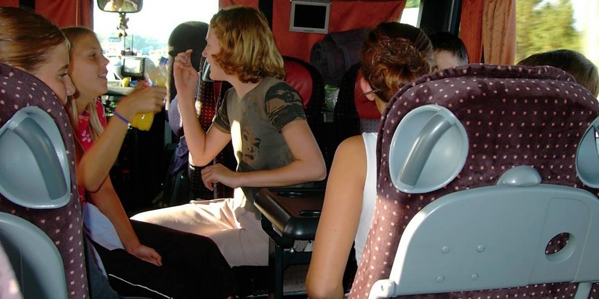 Menina fica menstruada no ônibus e garoto surpreende ao tentar ajudar