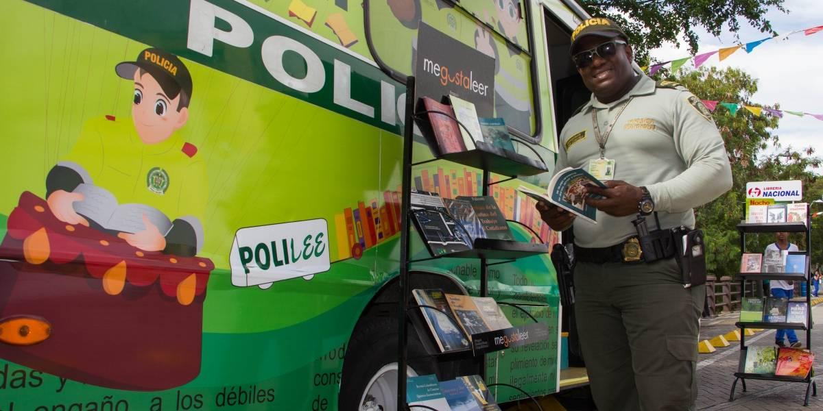 El policía que convirtió un calabozo en una biblioteca